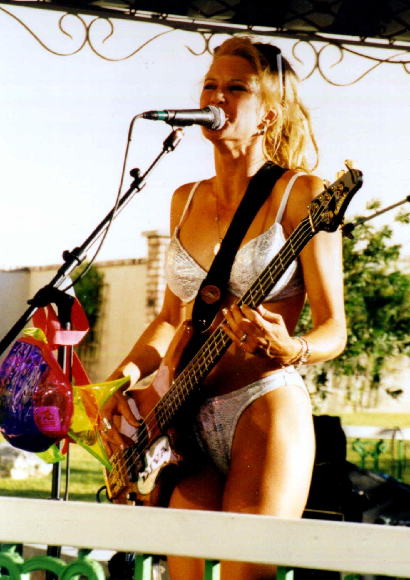 nude female bass play
